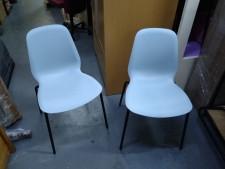 椅子兩張 ($250兩張) 18*20*32