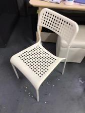 白色椅  15*16*30